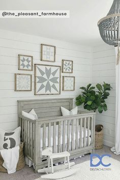 Loving the rustic farmhouse vibes in this sweet nursery! Image: Loving the rustic