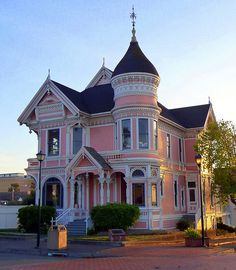 Queen Anne Victorian Houses | photo