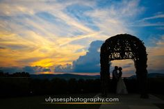 sunset at top Hudson Valley wedding venue @thegarrisonny - stunning Hudson valley view - Hudson Valley NY wedding photographers Ulysses Photography
