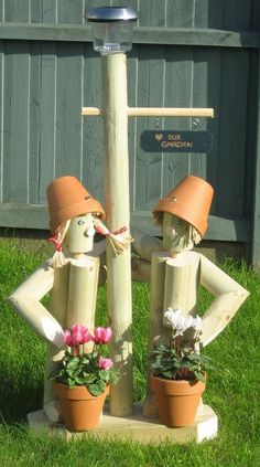 Flowerpot Men Garden Ornaments - Standing Solar Twosome: Clay Pot Projects, Clay Pot Crafts, Wood Projects, Landscape Timber Crafts, Landscape Timbers, Wood Log Crafts, Ideas Para Decorar Jardines, Flower Pot People, Outdoor Projects