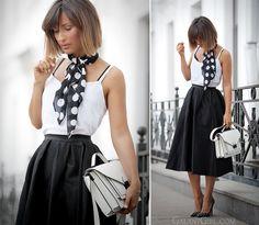 women's fashion over 40 summer white shirts Fashion Corner, Fashion Over 40, Trendy Fashion, Girl Fashion, Fashion Outfits, Dots Fashion, Timeless Fashion, Latest Fashion, Fashion Trends