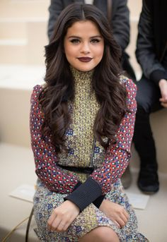 If you want to stay away from fashion look very stylish selena gomez Selena Gomez Fashion, Selena Gomez Cute, Selena Gomez Pictures, Selena Gomez Style, Selena Gomez Lips, Selena Gomz, Rihanna, Marie Gomez, Woman Crush