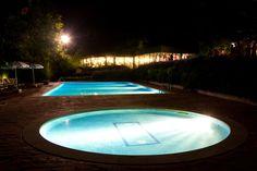 Iluminación nocturna de la piscina y salón de eventos    #galicia #bodas #celebraciones #alquilar #oferta #casa #rural #encanto #alojamiento #pazo #turismorural  #dormir #silleda #lalin #piscina #hotel #escapada #escapadas #fin #semana #familia #pareja #albergue #camino #santiago #via #plata #ruta #mozarabe #luxury #estate #weddings #hochzeit #mariage #manoir #landlichen #agroturismo #agriturisme #spain #Spanien #espagne #hotelrural #hotel #rural