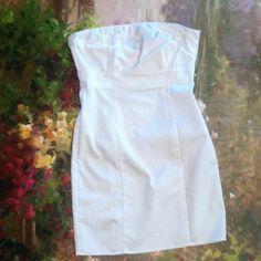 H&M white strapless dress Very Good condition. No stains or tears only used 2-3X . Very simple basic white summer dress. H&M Dresses Strapless