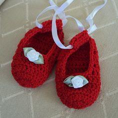 Princess Shoes baby booties free crochet pattern ballerina girl roses halloween