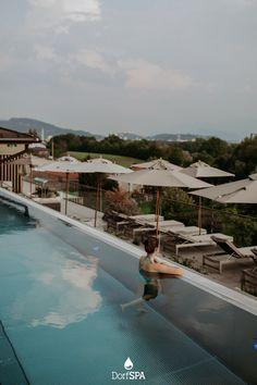 Auftauchen mit Festungsblick nach Salzburg. Irgendwie dem Himmel so nah. Es fühlt sich leicht an. Einfach abheben. #dachSPA Infinity Pool, Spa Hotel, Outdoor Decor, Lift Off, Places, Nature
