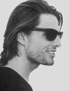Tom Cruise...love how he wears those sunglasses..ero uguale da giovane!!