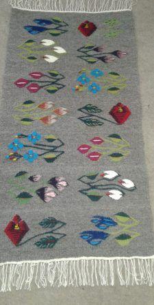 Covorul Oltenesc va ofera cele mai bune covoare traditionale oltenesti lucrate manual, toate produsele noastre beneficiaza de cele mai bune materiale