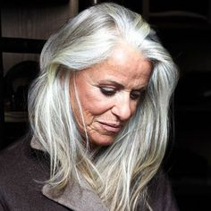Grey hair hairstyles - Cheveux blancs longs