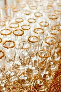 Pink Sparkly Arkansas Wedding by Weddings by Christopher & Nancy Love the sparkly gold addition to the rim of these champagne glasses. This shimmering and sugary detail will add a festive and fabulous touch to the party. Nye Party, Gold Party, Party Time, Sparkle Party, Gatsby Party, Gold Drinks, New Years Eve Weddings, Golden Birthday, Hollywood Party