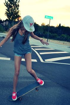 this is NOT a girl skater, this is a dumbass who found a skateboard