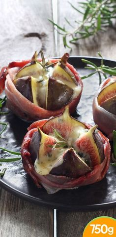 Roasted figs with Fourme d& Entree Recipes, Gourmet Recipes, Appetizer Recipes, Cooking Recipes, Gourmet Meals, Healthy Appetizers, Healthy Snacks, Fingers Food, Roasted Figs