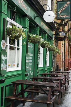 London Pub. London, England ♥ ♥ www.paintingyouwithwords.com