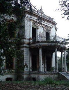 old estate home. Similar to Vanderbilt mansion in Hyde Park, non? but deteriorating