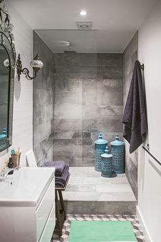 Matthew Williamson's home features in this month's Living Etc magazine with a full article entitled 'bohemian rhapsody'. A glass wall separates the shower from the rest of this beautifully designed bathroom featuring grey marble and moroccan inspired decor. Click to read more.