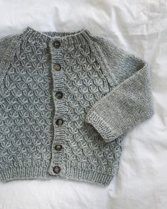 Ravelry: Carl's Cardigan pattern by PetiteKnit Baby Cardigan Knitting Pattern, Baby Knitting Patterns, Smocking Patterns, Stitch Patterns, Knitting For Kids, Knitting Projects, Crochet Baby, Knit Crochet, Christmas Teddy Bear