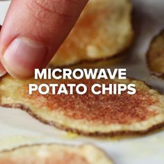 Easy Microwave Potato Chips # so yummy I will make it would u make ? I Love Food, Good Food, Yummy Food, Tasty Videos, Food Videos, Microwave Potato Chips, Microwave Recipes, Healthy Microwave Meals, Microwave Baking