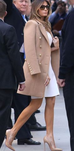 Melania Trump Visits The White House In Christian Louboutin Heels – Footwear News Donald And Melania Trump, First Lady Melania Trump, Donald Trump, Melanie Trump, Trent Coat, Milania Trump Style, Christian Louboutin, Casual Chique, Look Chic