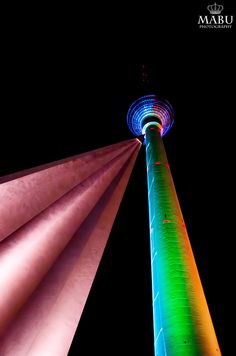 Der Berliner Fernsehturm beim Festival of Lights. (Photo: Copyright @ MaBu Photography)