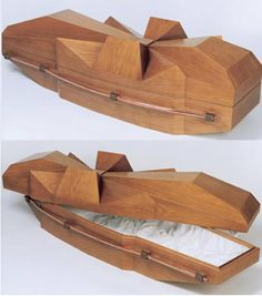 wood-casket-abstract-design And then the guests can paint bits of the coffin and sign it instead of a guest book Cemetery Headstones, Cemetery Art, Funeral Caskets, Funeral Sprays, Sympathy Gifts, Cremation Urns, Diy Wood Projects, Woodworking Projects, Coffin