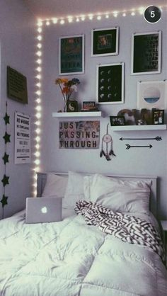Awesome Minimalist Dorm Room Decor Inspirations on A Budget Cute Bedroom Ideas, Cute Room Decor, Room Ideas Bedroom, Bedroom Inspo, Quotes For Bedroom, Room Lights Decor, Cool Wall Decor, Bedroom Simple, Girl Bedroom Designs