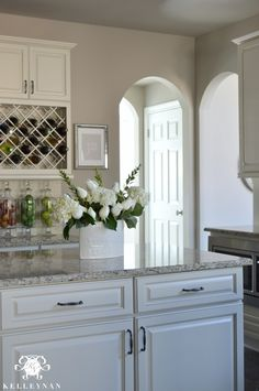 Charmant Center Island In White Kitchen Wine Lattice
