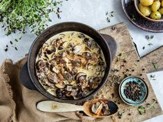 Finnbiff - samisk tradisjonsmat   Oppskrift - MatPrat World Recipes, My Recipes, Kos, Healthy Choices, Hummus, Bacon, Food And Drink, Ethnic Recipes, Scandinavian