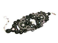 Sutasz-Anka: Spider Queen- bracelet http://www.soutage.com/2011/12/spider-queen-bransoletka.html