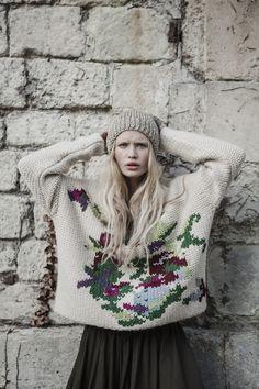 Collection Automne Hiver 2015/2016 ● Pull brodé à la main et bonnet en lurex. #mesdemoiselles #knit #embroidery #sweater #hat #lurex