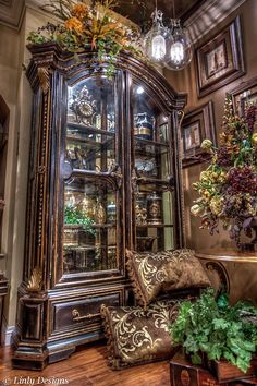 If you are having difficulty making a decision about a home decorating theme, tuscan style is a great home decorating idea. Many homeowners are attracted to the tuscan style because it combines sub… Tuscan Decorating, Interior Decorating, Interior Design, Modern Interior, Style Toscan, Tuscany Decor, World Decor, Tuscan House, Old World Style