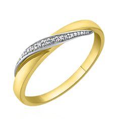 L'alliance Carlyna est présentée en 2 ors et diamants. Sa forme originale lui apporte une touche d'élégance et de raffinement. Découvrez ses différentes versions sur notre site Internet: http://www.zeina-alliances.com/recherche?controller=search&orderby=position&orderway=desc&search_query=carlyna