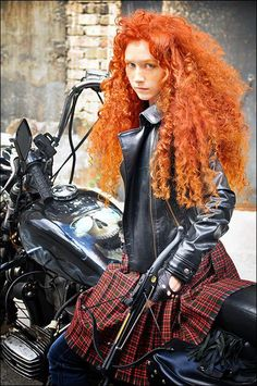 Disney Cosplay A modern Merida. -This is what clary should look like.from mortal instruments. Merida Cosplay, Disney Cosplay, Biker Chick, Biker Girl, Amazing Cosplay, Best Cosplay, Modern Merida, Deviantart Cosplay, Vintage Pin Ups