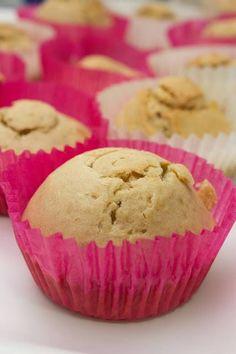 Deliciosos cupcakes de té de piña colada rellenos de mermelada de naranja y con crujiente cobertura de chocolate y coco. ¡Un placer para los 5 sentidos!  http://elbauldelasdelicias.blogspot.com.es/2013/10/cupcakesdepinacoladaconmermeladadechampagneychocolate.html