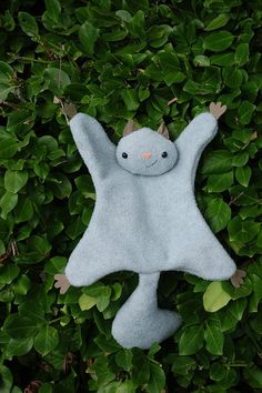Making homemade stuffed animals is much easier than you think. This Flying Squirrel Softie Pattern has a printable template, so you'll have a cute, cuddly critter in no time. The little guy is also quick to make. Sewing Patterns For Kids, Sewing Projects For Kids, Sewing For Kids, Free Sewing, Homemade Stuffed Animals, Sewing Stuffed Animals, Stuffed Animal Patterns, Sewing Toys, Sewing Crafts