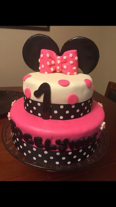Minnie Mouse Cake !!