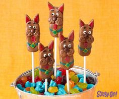Scooby never looked more delicious! Create these Scooby-Doo Pops with friends and enjoy. Recipe here: http://bit.ly/SDdiypopspin