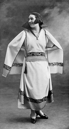 Afternoon dress and cape by Redfern, Les Modes March 1922. Photo by Sabourin.