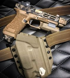 RAE Magazine Speedloaders will save you! Tactical Pistol, Tactical Gear, Tactical Survival, Weapons Guns, Guns And Ammo, Custom Guns, Custom Glock 19, Shooting Guns, Military Guns