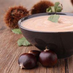 Probieren Sie unser Rezept für cremige Maronen-Suppe. Das herbstliche Rezept bringt endlich mal etwas Abwechslung auf den Teller. Probieren Sie es aus.