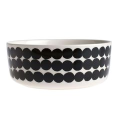 this is the Marimekko Siirtolapuutarha Räsymatto bowl. maybe too big for everyday use for dinner? i wish marimekko made a smaller everyday bowl/plate.