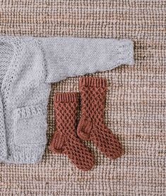 Neulotut vohvelisukat - No Home Without You Bed Linen Sets, Diy Crochet, Knitting Socks, Linen Bedding, Sewing Crafts, Projects To Try, Children, Fashion, Knit Socks