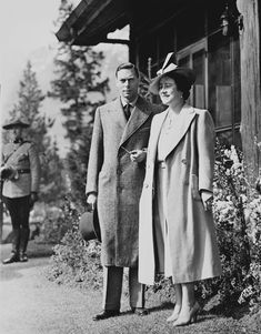 King George VI and Queen Elizabeth outside Outlook Cottage, Jasper Park Lodge, Alberta, Canada, May-June  Princess Louise, Princess Elizabeth, George Vi, Lady Elizabeth, Royal Collection Trust, Park Lodge, Duchess Of York, Queen Silvia, Queen Mother
