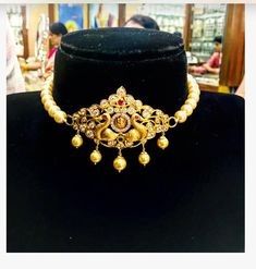 Adapted Gajendra ever- popular Addigai necklace. Choker with pearl strings. Necklace with dancing peacock pendant. Necklace with gold ball hangings. Jewelry Design Earrings, Gold Earrings Designs, Gold Jewellery Design, Necklace Designs, Gold Chocker Necklace, Gold Choker, Gold Pendant Necklace, Chokers, Pearl Choker