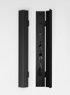 Ark Key Cabinet från Röshults. Förvara dina nycklar på ett modernt sätt. Röshults nyckelskåp finns i vitt och antracit.