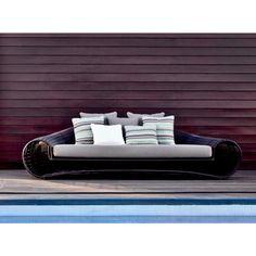 Croissant  Sofa von KENNETH COBONPUE  >> Terrassenmöbel, Gartenmöbel, Loungemöbel und Sonnenschirme von Villa Schmidt in Hamburg