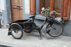 Een vreemd maar toch prachtig model. De Solex driewieler is in perfecte staat en er mag gewoon in gederen worden! wil jij is ervaren hoe dit is, neem dan contact op!  - See more at: http://historischhuren.nl/object/solex/#sthash.tAKmG7Ga.dpuf