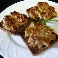 A great appetizer that is loved by all, especially men. Serve these meaty, cheesy delights on game day! For later use, place the topped bread on a cookie sheet in the freezer for 1 hour. Once frozen, the slices may be stored in freezer bags.