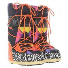Pool X Moon Boot Limitierte Pool x Tecnica Moon Boot Triangles Moon Boots, Triangles, Models, Drawstring Backpack, Bucket Bag, Knee Boots, Backpacks, Bags, Shoes