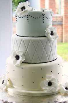 Anenome wedding cake by Cotton and Crumbs, via Flickr