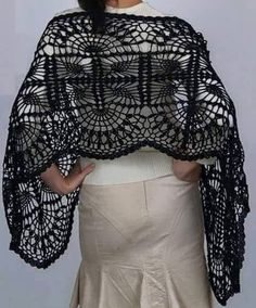 Crochet Shawls: Free Crochet Wrap Pattern I don't really wear shawls but this pattern is gorgeous! Crochet Bolero, Poncho Au Crochet, Pull Crochet, Crochet Wrap Pattern, Crochet Cape, Crochet Shawls And Wraps, Crochet Scarves, Crochet Clothes, Crochet Stitches